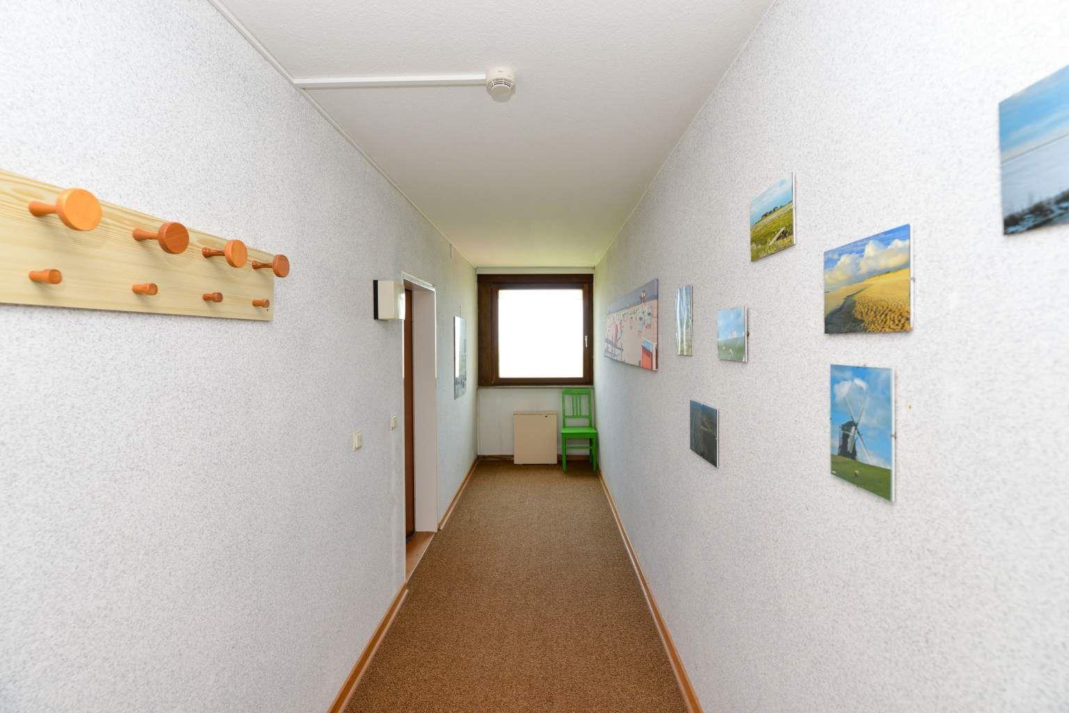 "Ruhig gelegener End-Flur - St Peter Ording Bad, Haus Atlantic, Wohnung 203 ""5 Pfahlbautenblick"""