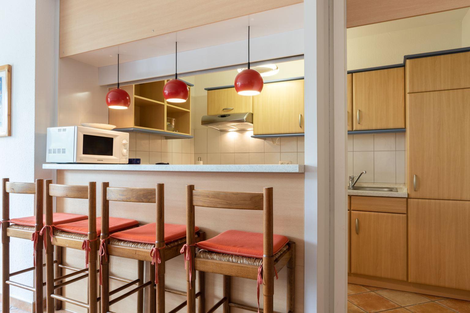 Küche mit Tresen, Ferienwohnung 5, St Peter Ording Bad, Haus Atlantic,  Alter Badweg 11-15