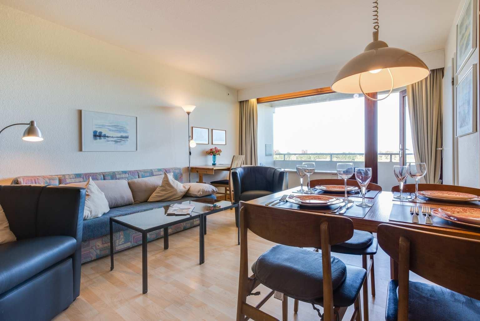 Wohnzimmer mit Essbereich, Ferienwohnung Nr. 80, St Peter Ording Bad, Haus Atlantic,  Alter Badweg 11-15