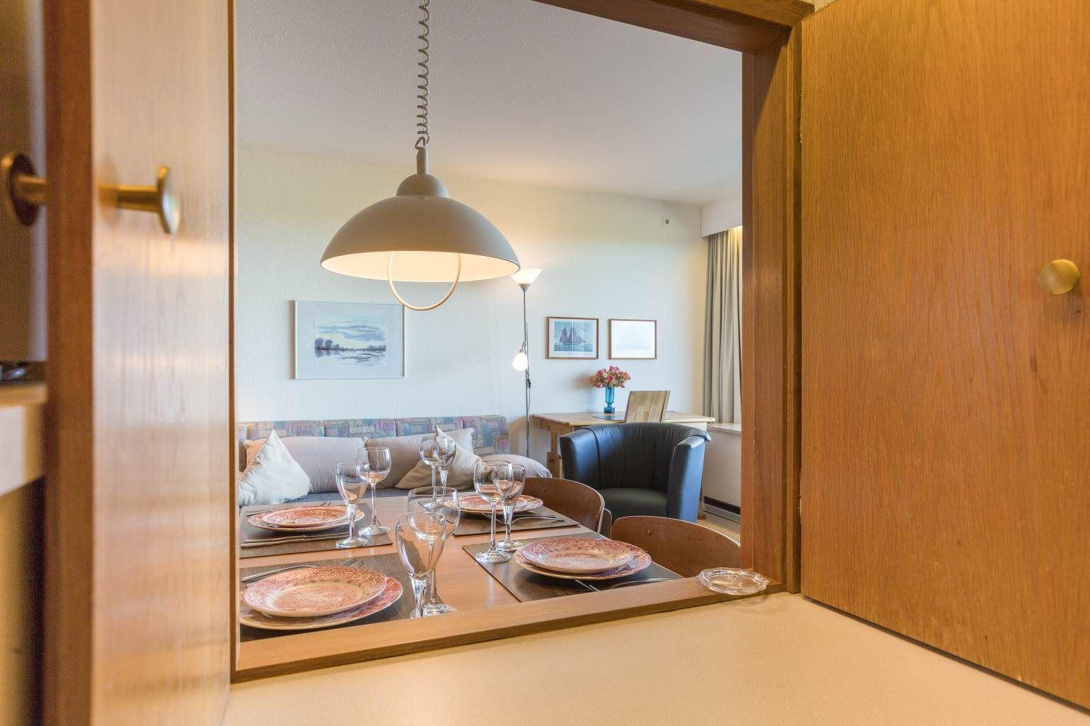 Durchreiche zum Wohnzimmer, Ferienwohnung Nr. 80, St Peter Ording Bad, Haus Atlantic,  Alter Badweg 11-15