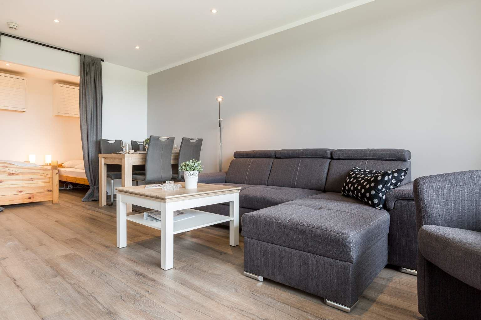 Wohnzimmer - Haus Atlantic, Wohnung 93, 3-Zimmer-Ferienwohnung für bis zu 4 Personen, Alter Badweg 11-15, St. Peter-Bad