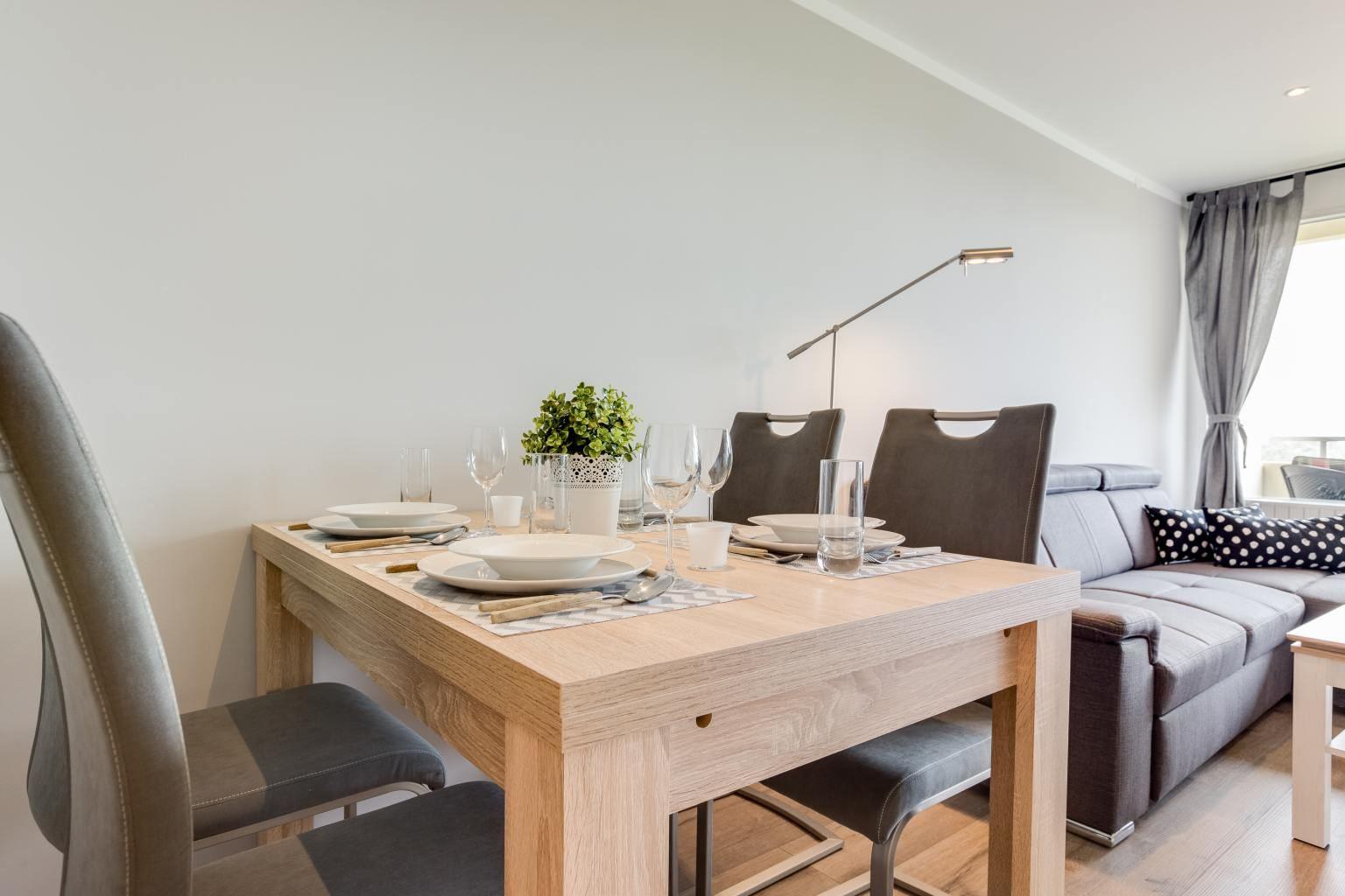 Essbereich - Haus Atlantic, Wohnung 93, 3-Zimmer-Ferienwohnung für bis zu 4 Personen, Alter Badweg 11-15, St. Peter-Bad