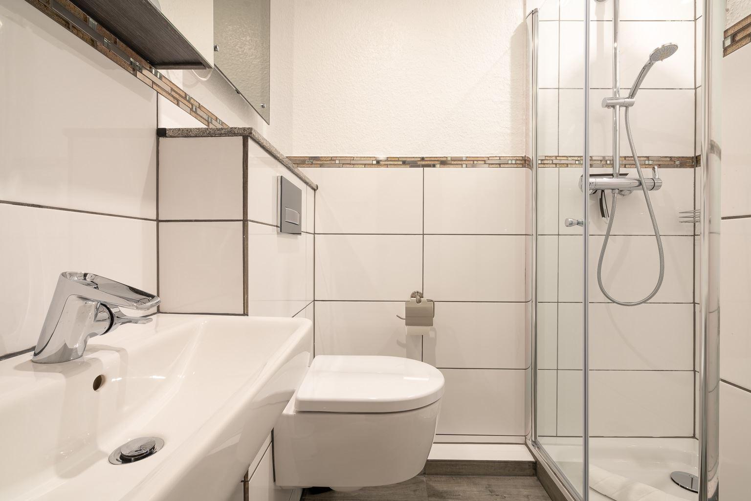 "Badezimmer - St Peter Ording Bad, Haus Atlantic, Wohnung 17 ""Regina"""