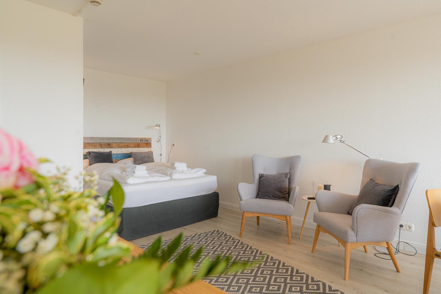 Wohnzimmer mit Schlafbereich