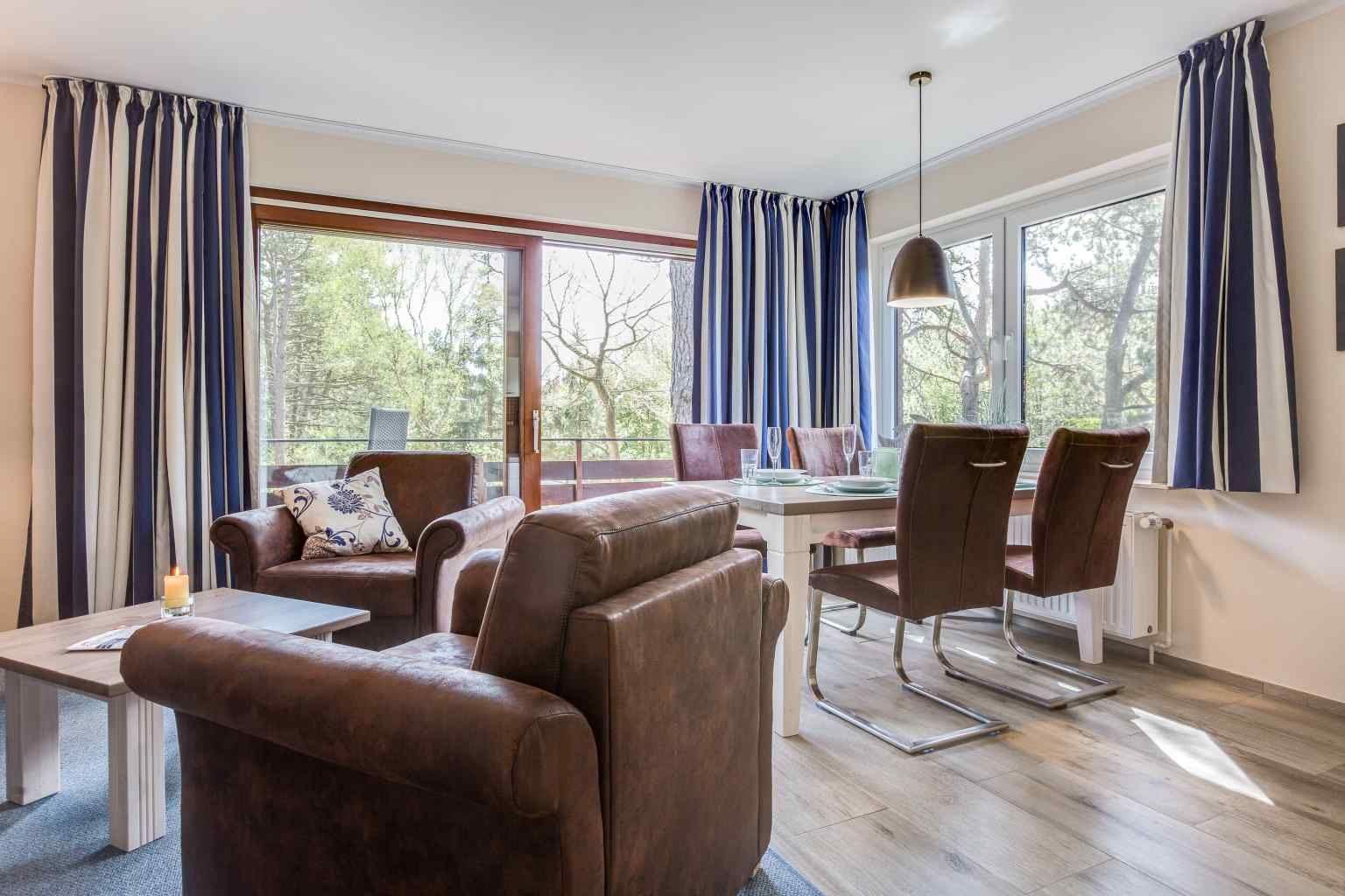Wohnzimmer mit Essbereich Wohnung 2 vorne (ID 236) Haus Sandpeter,  Im Bad 51-51a, St. Peter-Bad