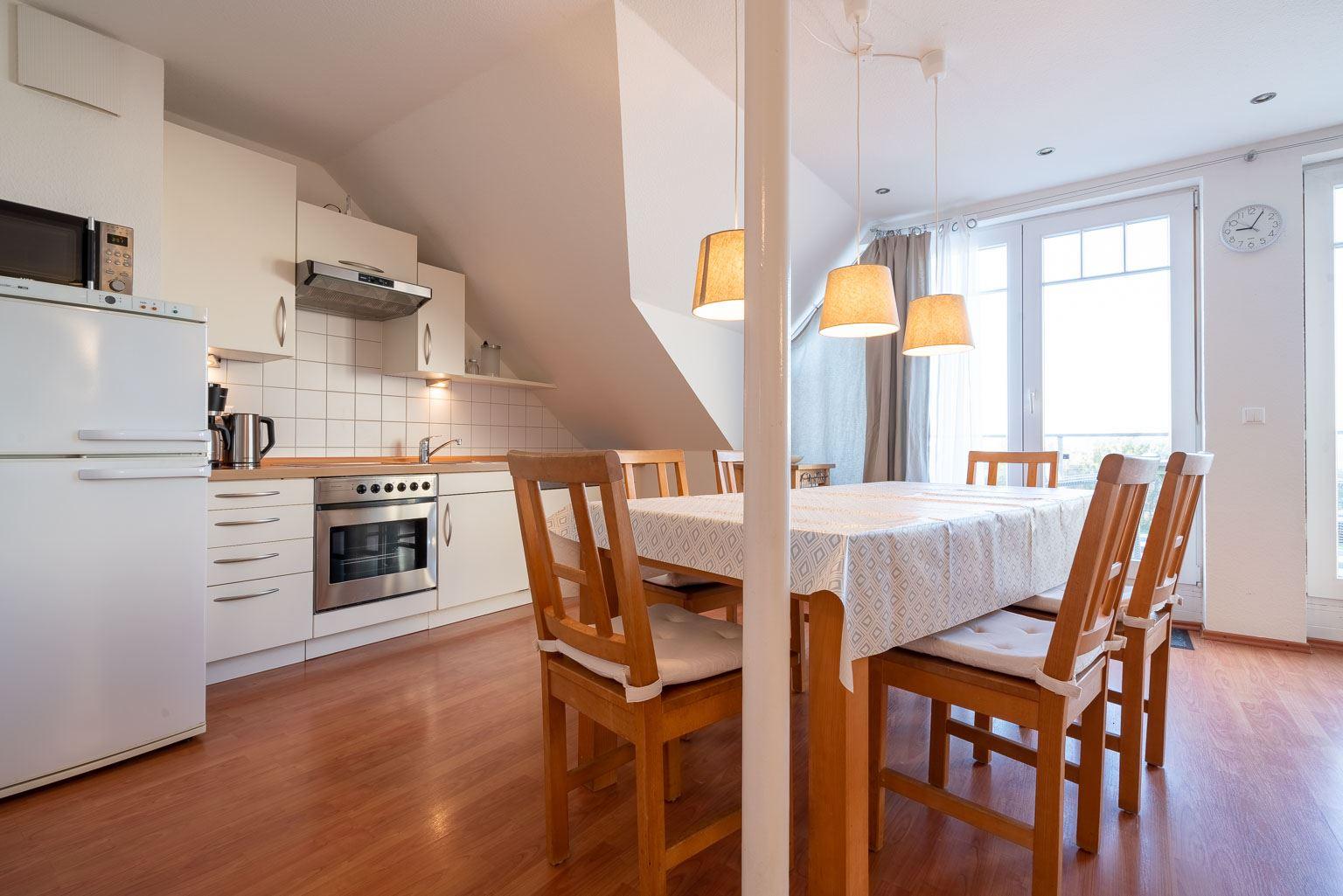 """Haus Zum Böhler Strand 10, Wohnung 11 """"Barghahn"""" (ID 365) - Essbereich und Küche"""