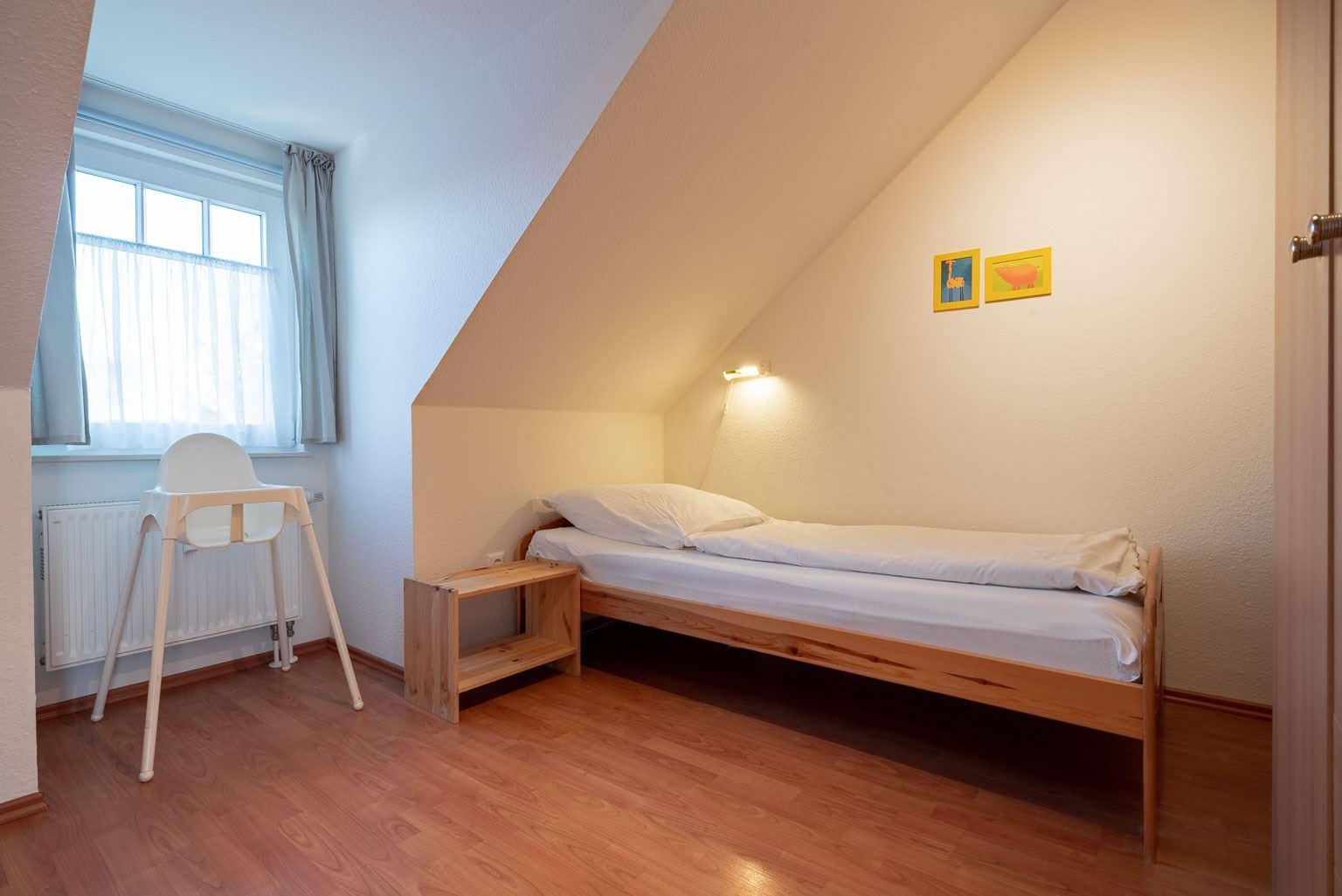 """Haus Zum Böhler Strand 10, Wohnung 11 """"Barghahn"""" (ID 365) - 2. Schlafzimmer"""