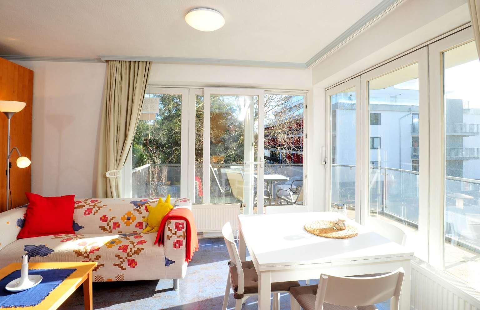 """Wohnzimmer Wohnung 5 """"Meer und Sonne"""", Strandläuferweg 10, St. Peter-Bad"""