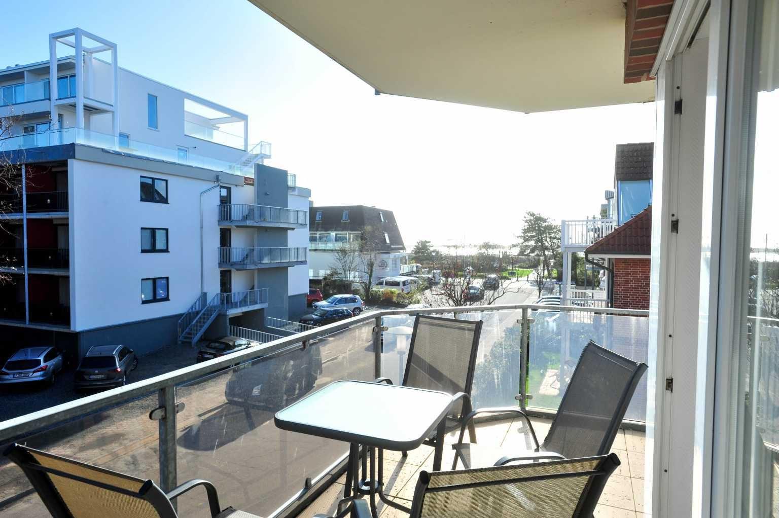"""Ausblick vom Balkon zum Strand Wohnung 5 """"Meer und Sonne"""", Strandläuferweg 10, St. Peter-Bad"""