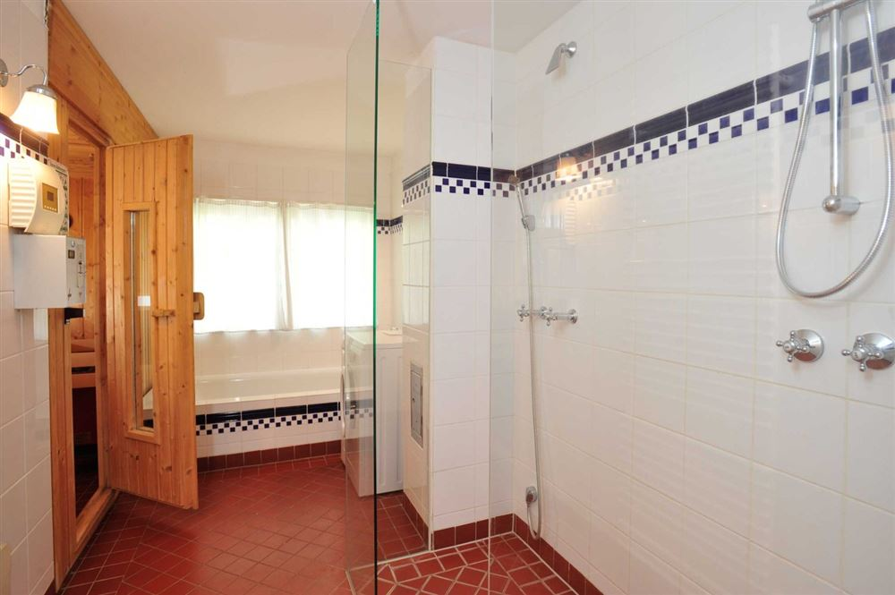 1. Badezimmer mit Sauna