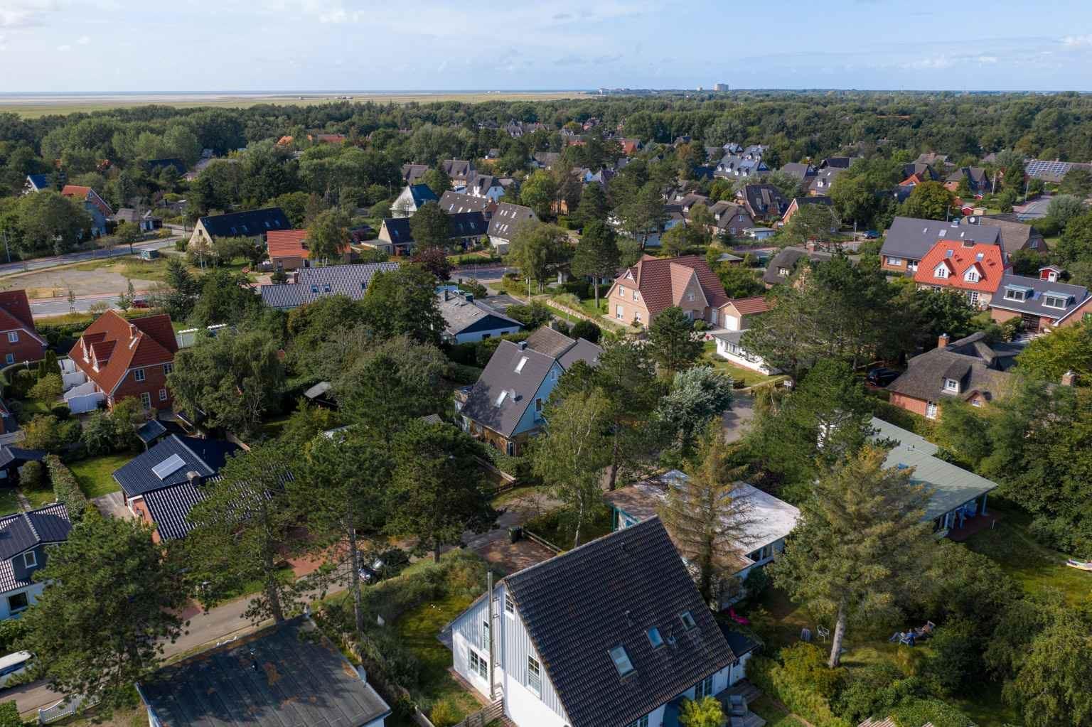 Luftbild mit Meerspanorama