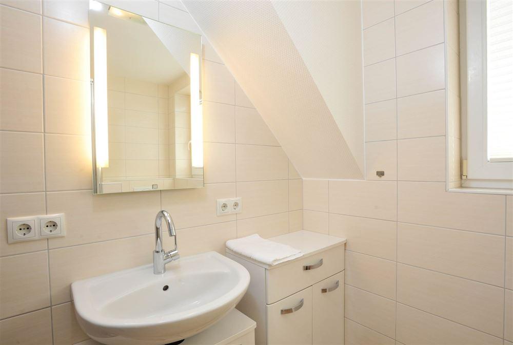 """Badezimmer - """"Brynjulf Bie"""", 3-Zimmer-Ferienwohnung, Badallee 26-26b, St. Peter-Dorf"""