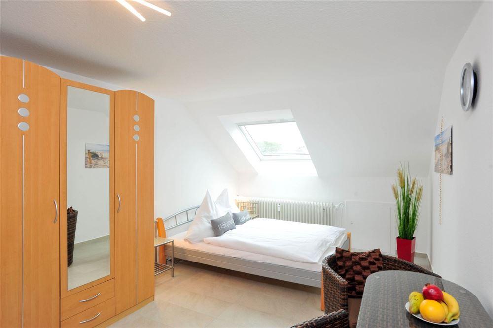 """Ferienwohnung Haus Häwelmann Wohnung 1 """"Oberstübchen"""", St. Peter-Dorf, Region St. Peter-Ording - für bis zu 2 Personen."""