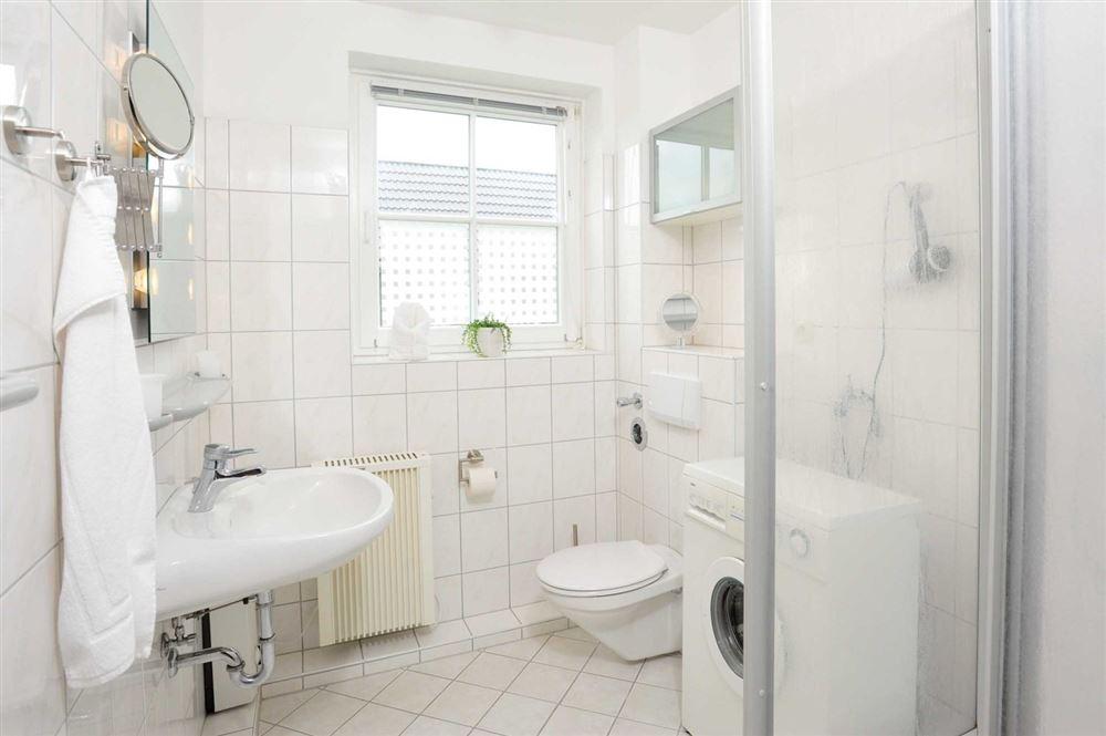 "Badezimmer - St Peter Ording Dorf, Haus Feldstrasse 12, Wohnung ""Seebaer"""