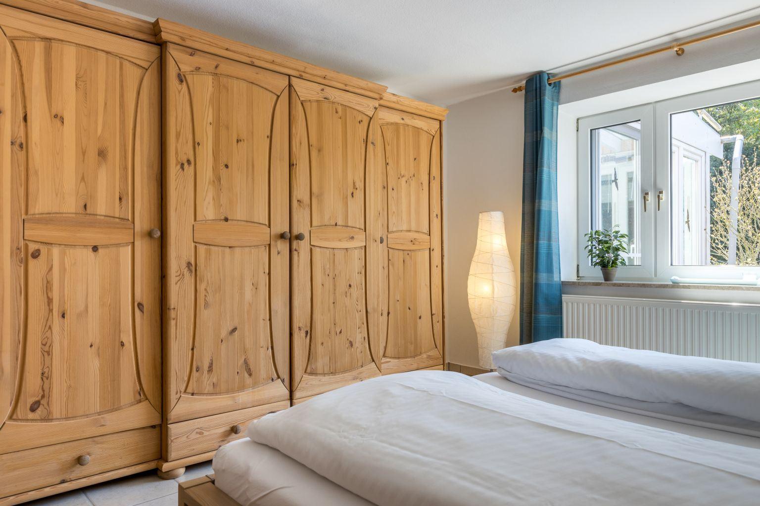 Schlafzimmer - Haus Sturmmoewe, Wohnung 4, Badallee 27-27a, St. Peter-Dorf