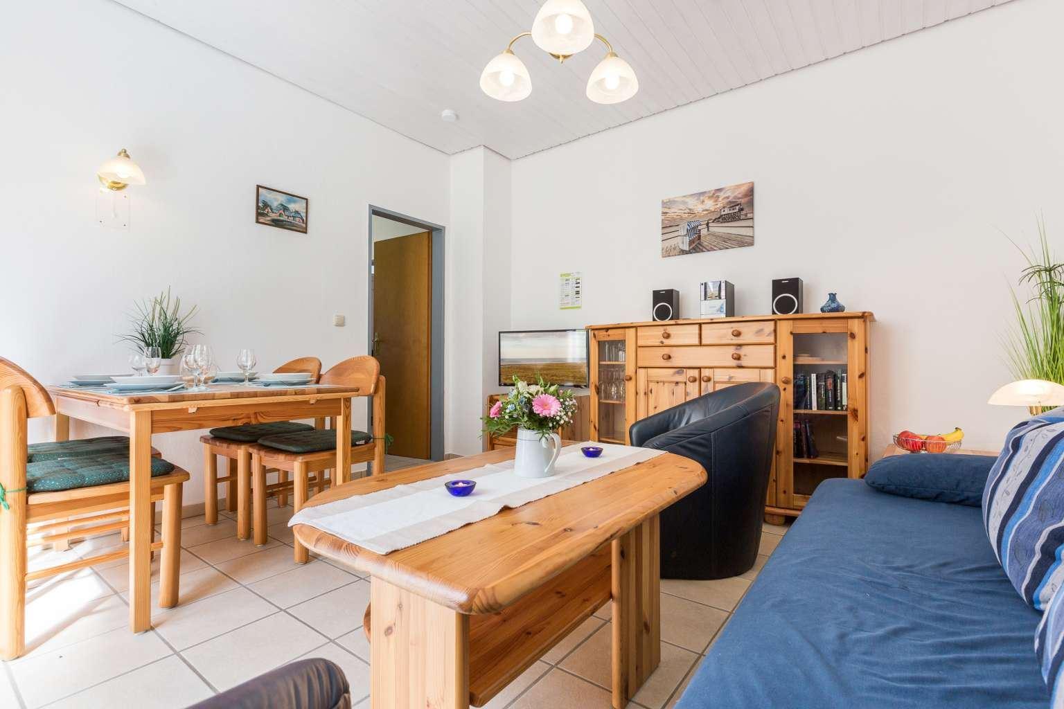 Wohnzimmer - Haus Sturmmoewe, Wohnung 1, Badallee 27-27a, St. Peter-Dorf