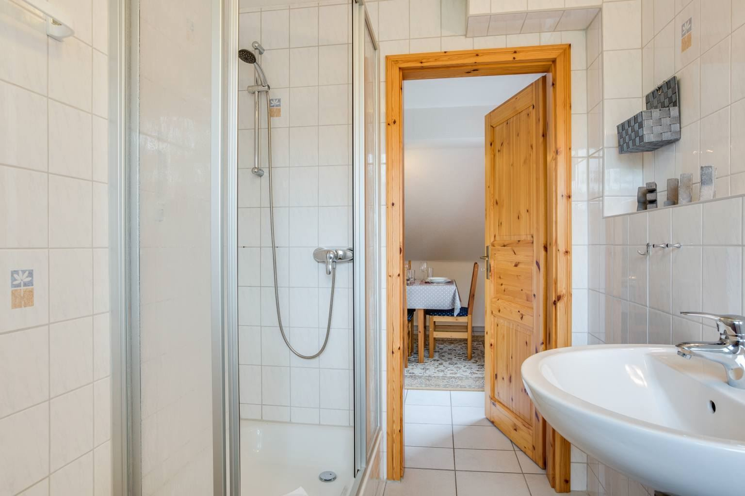 Badezimmer - Haus Sturmmoewe, Wohnung 5, 2-Zimmer-Ferienwohnung, Badallee 27-27a, St. Peter-Dorf
