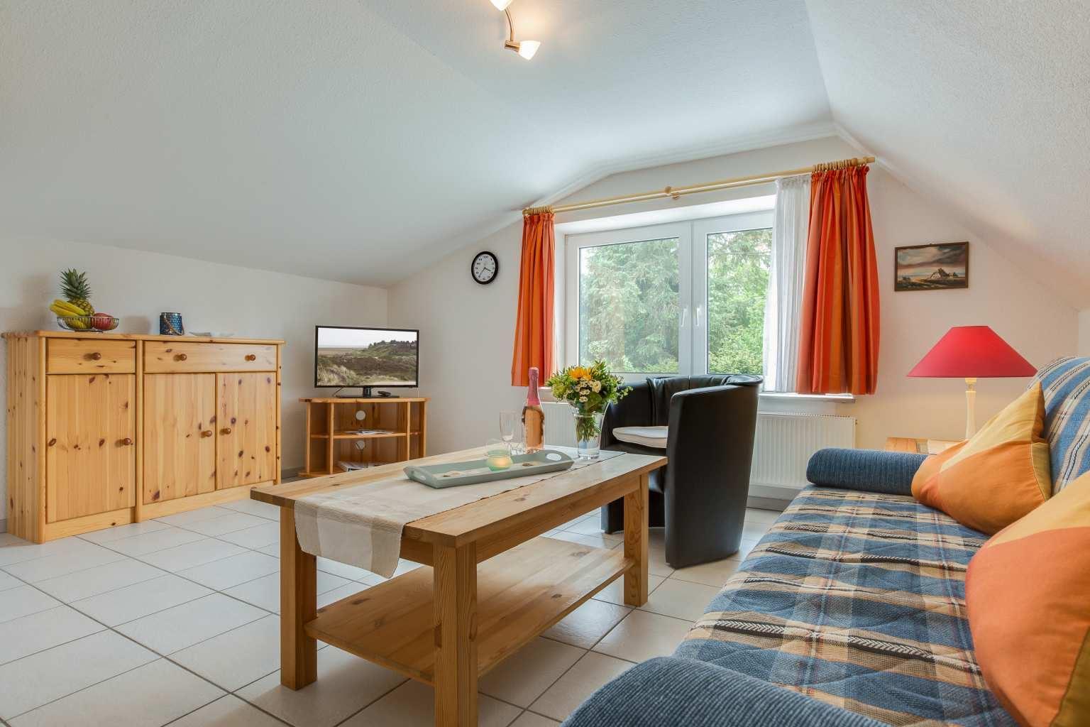 Wohnzimmer - Haus Sturmmoewe, Wohnung 5, 2-Zimmer-Ferienwohnung, Badallee 27-27a, St. Peter-Dorf