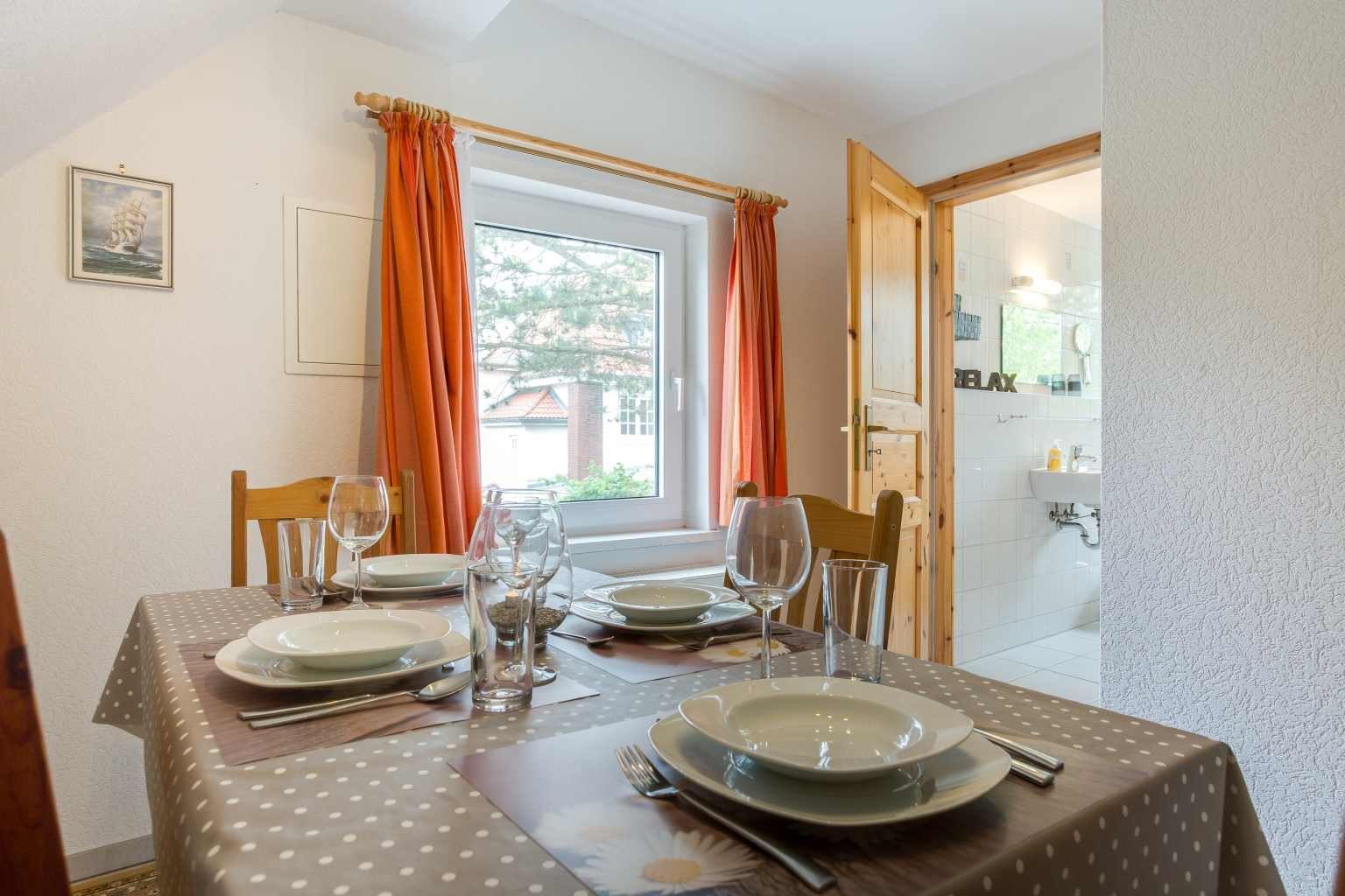 Separater Essbereich - Haus Sturmmoewe, Wohnung 5, 2-Zimmer-Ferienwohnung, Badallee 27-27a, St. Peter-Dorf