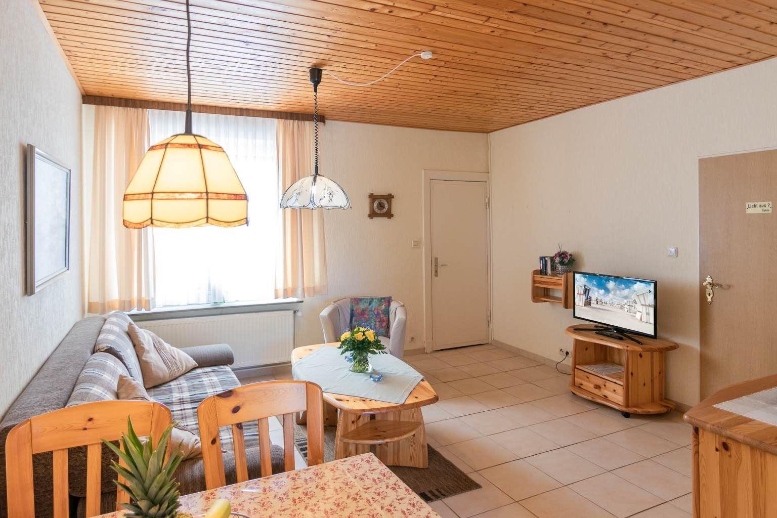 """Wohnzimmer, St Peter Ording Dorf, Haus """"Sturmmoewe"""", Wohnung 2 ID120"""