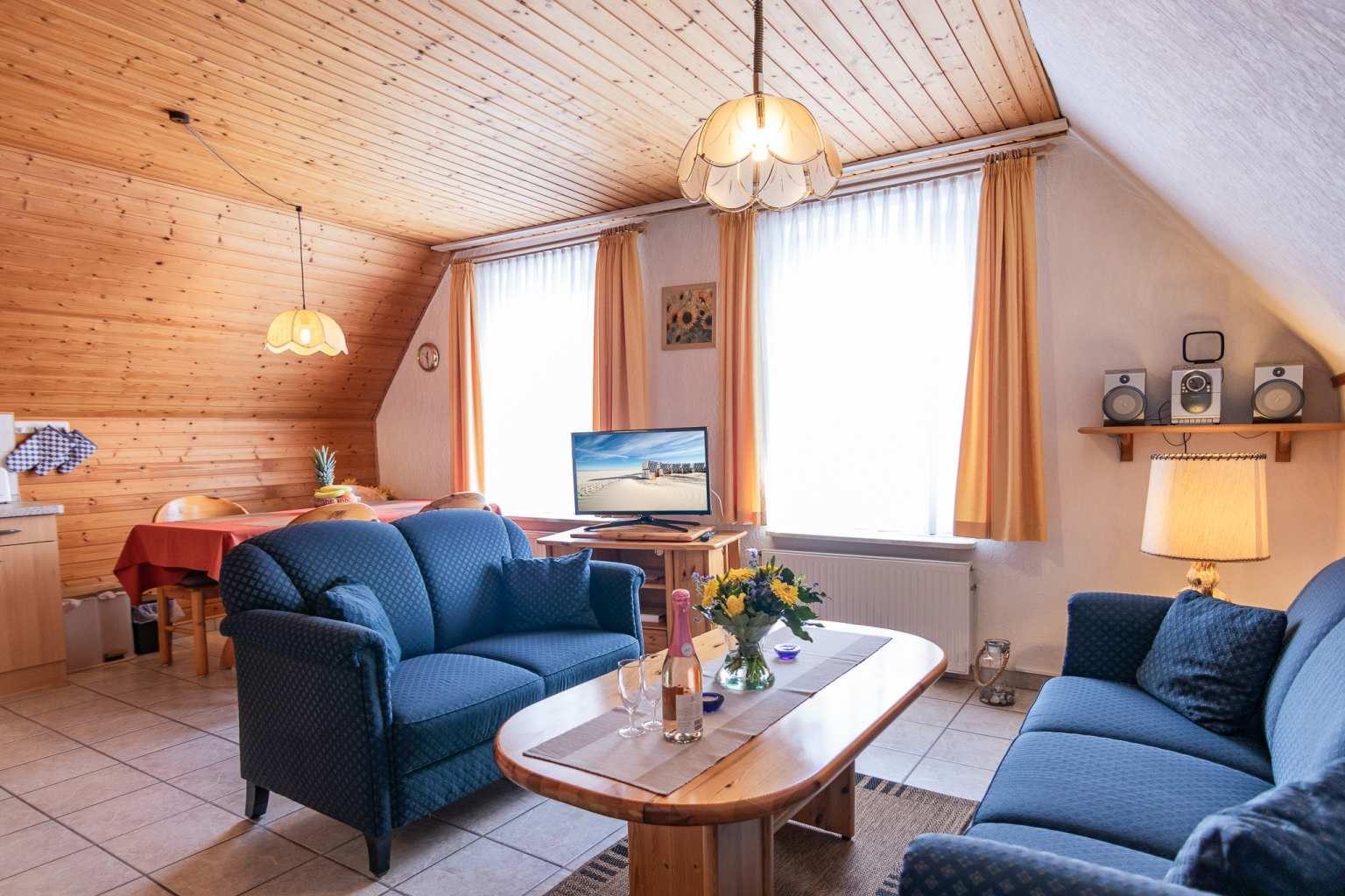 Wohnzimmer - Haus Sturmmoewe, Wohnung 3, 3-Zimmer-Ferienwohnung, Badallee 27-27a, St. Peter-Dorf