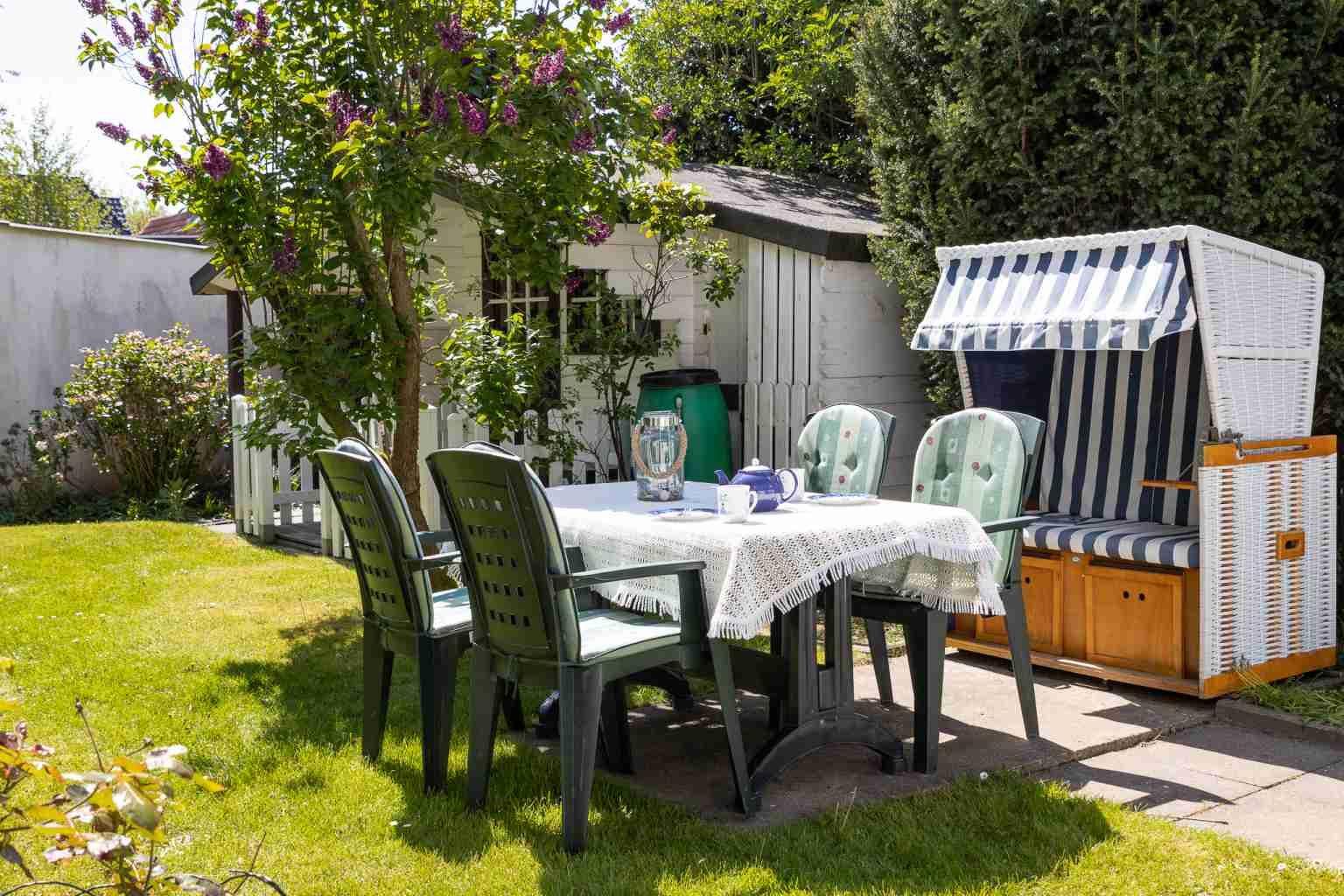 Gartenterrasse - Haus Sturmmoewe, Wohnung 3, 3-Zimmer-Ferienwohnung, Badallee 27-27a, St. Peter-Dorf