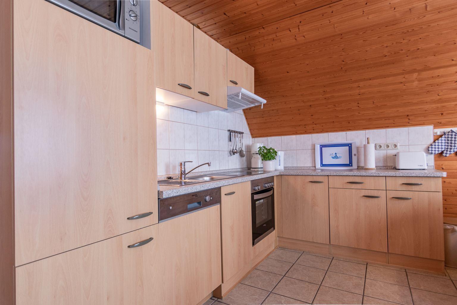 Küche - Haus Sturmmoewe, Wohnung 3, 3-Zimmer-Ferienwohnung, Badallee 27-27a, St. Peter-Dorf
