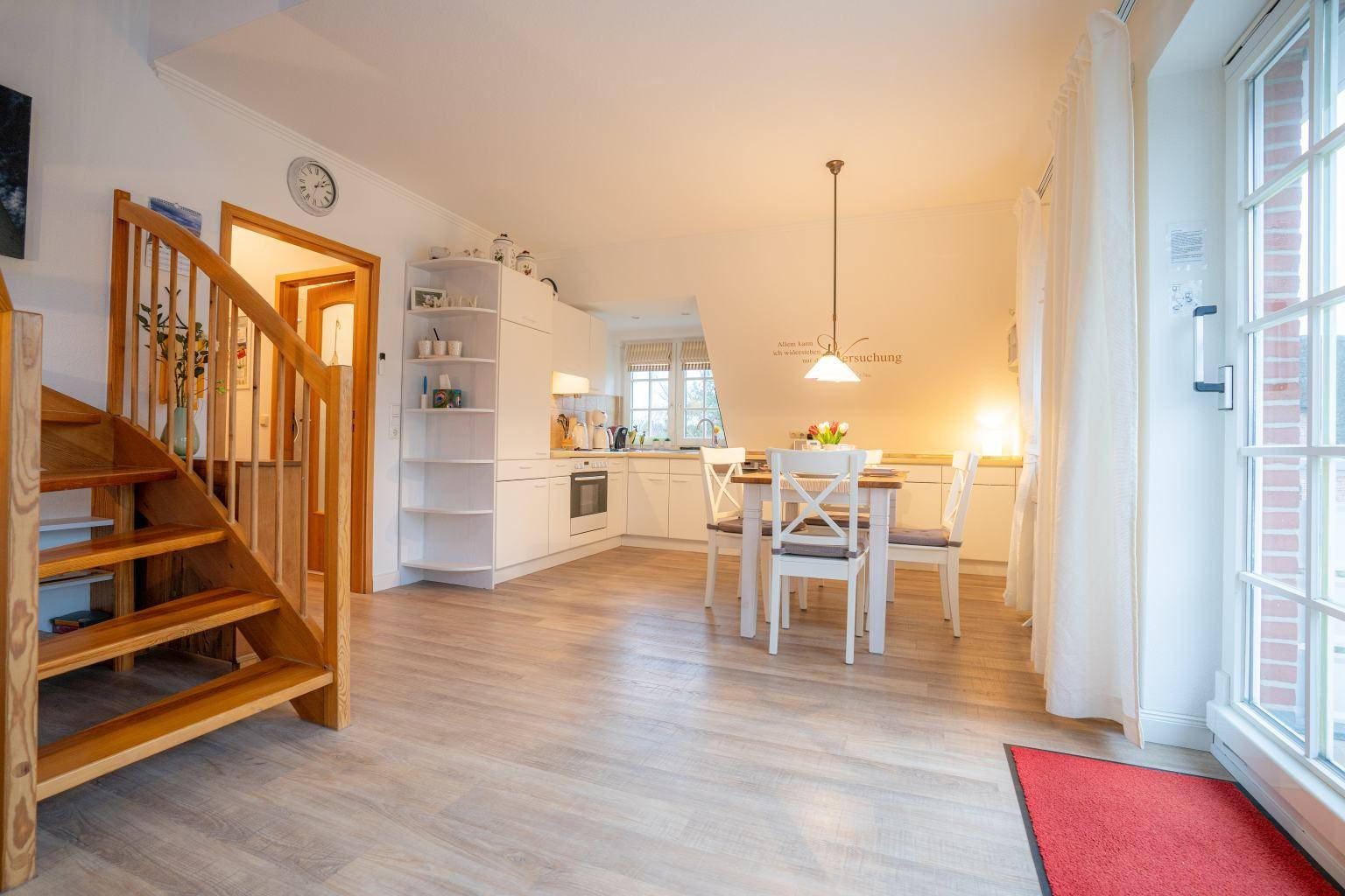 Wohnzimmer, Essbereich und Küche
