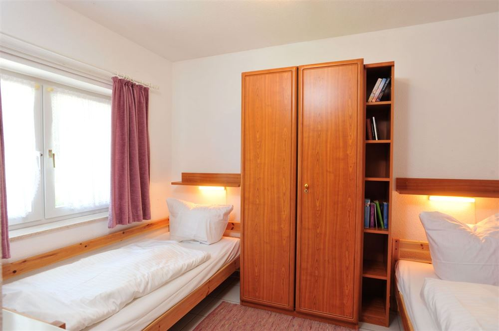 Schlafzimmer - Haus Sommerdeich, Wohnung 3A, Westmarken 37a+b, St. Peter-Bad