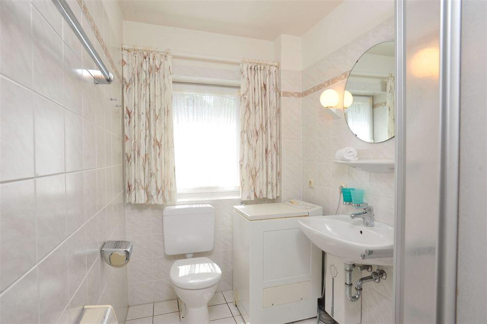 Badezimmer - Haus Sommerdeich, Wohnung 3A, Westmarken 37a+b, St. Peter-Bad