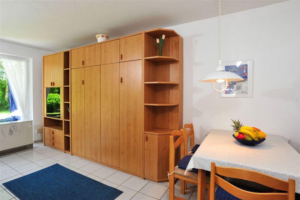 Wohnzimmer mit Essbereich - Haus Sommerdeich, Wohnung 3A, Westmarken 37a+b, St. Peter-Bad