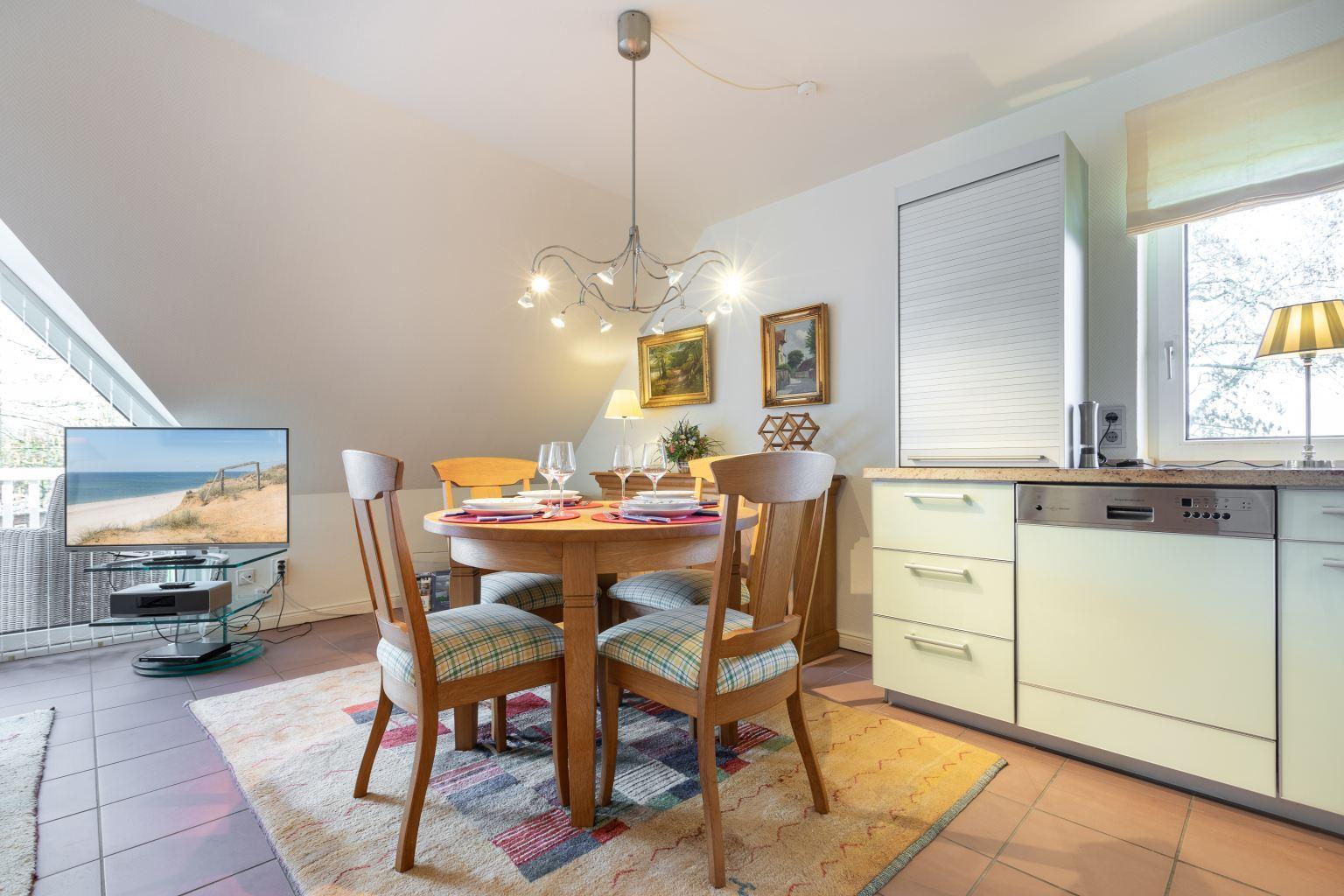 """Wohnzimmer mit Essbereich - St Peter Ording Bad, Haus Sommerdeich, Wohnung 4B """"Westmarkenpalais"""""""