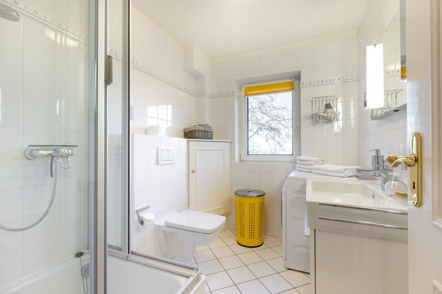 """Badezimmer - St Peter Ording Bad, Haus Sommerdeich, Wohnung 4B """"Westmarkenpalais"""""""