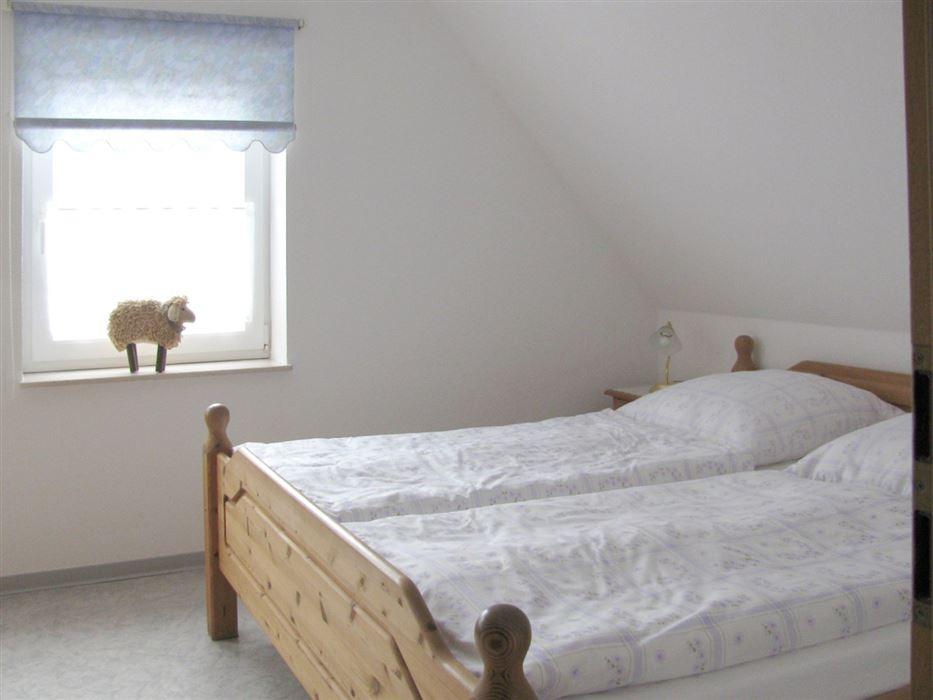 Schlafzimmer - Haus Wattwurm, Wohnung 6, 2-Zimmer-Ferienwohnung, Waldstraße 17a, St. Peter-Ording