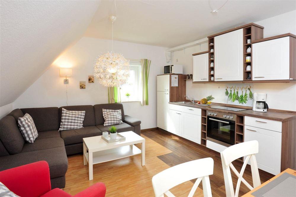 Wohnzimmer - Wanlik-Hues, Wohnung 5, 2-Zimmer-Ferienwohnung, Dorfstraße 27, St. Peter-Dorf