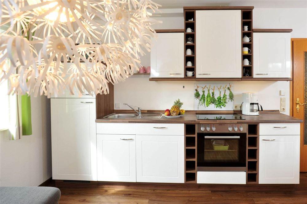 Küche - Wanlik-Hues, Wohnung 5, 2-Zimmer-Ferienwohnung, Dorfstraße 27, St. Peter-Dorf