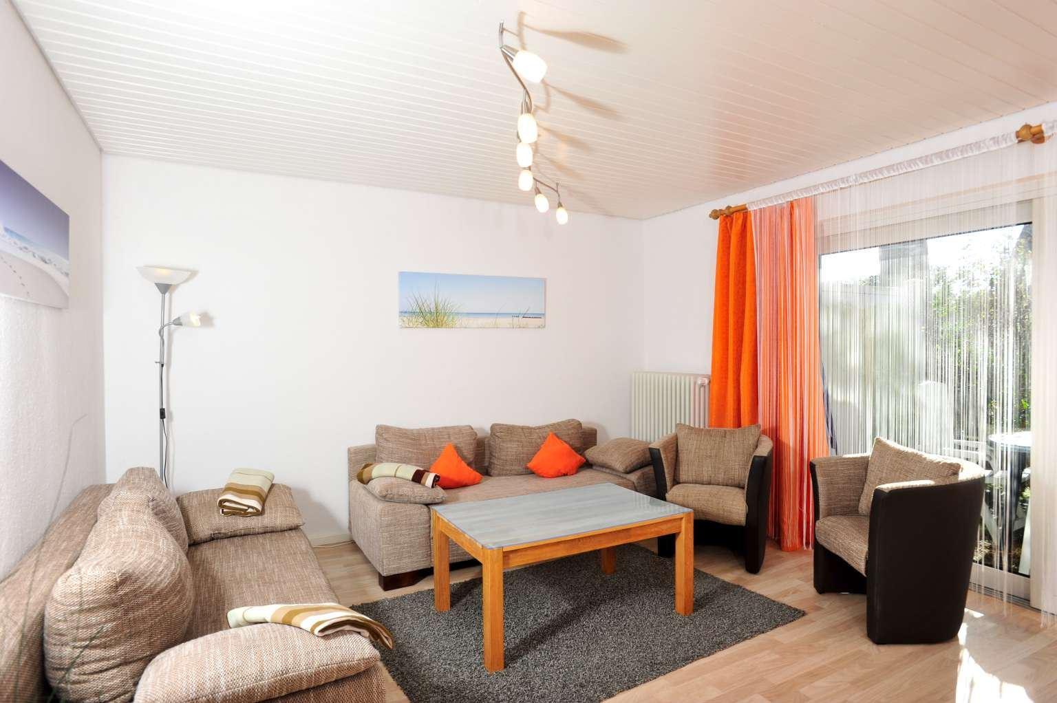 """Wohnzimmer Haushälfte """"Kuddel"""", Haus Kuddel und Hein, Gorch-Fock-Weg 31, St. Peter-Bad"""
