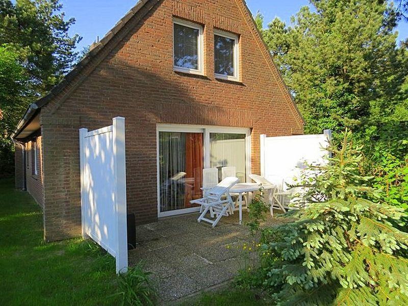 """Gartenterrasse Haus Kuddel und Hein, Haushälfte """"Kuddel"""", 4-Zimmer-Ferienhaus für bis zu 6 Personen, Gorch-Fock-Weg 31, St. Peter-Bad"""