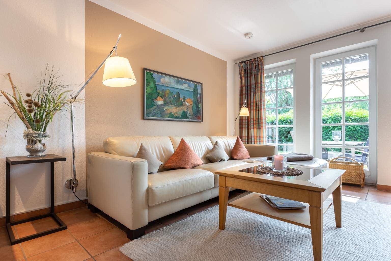 """Wohnzimmer """"Sommerwind"""", 3-Zimmer-Ferienhaus, Ostlandstraße 22, St. Peter-Dorf"""