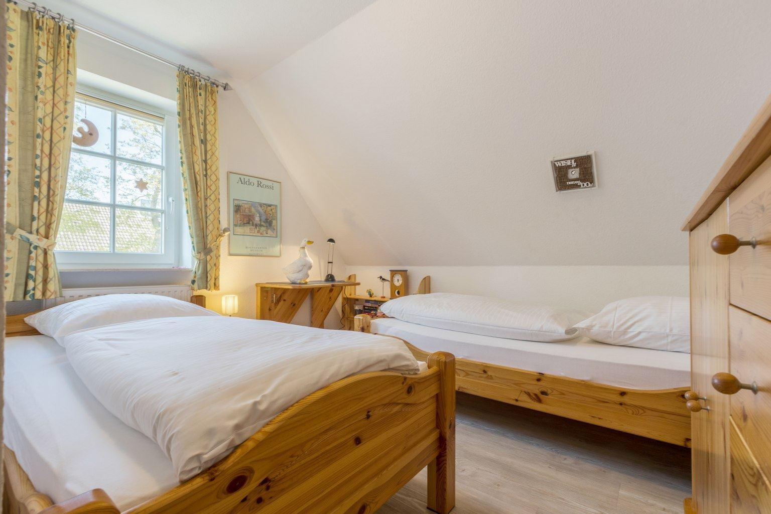 "2. Schlafzimmer - St Peter Ording Dorf, Haus Ostlandstrasse 22, Hausteil ""Ringelsocke"""