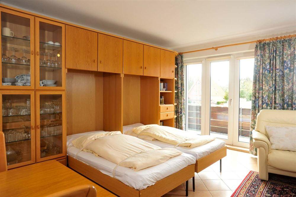 Wohnzimmer mit Schrankbetten