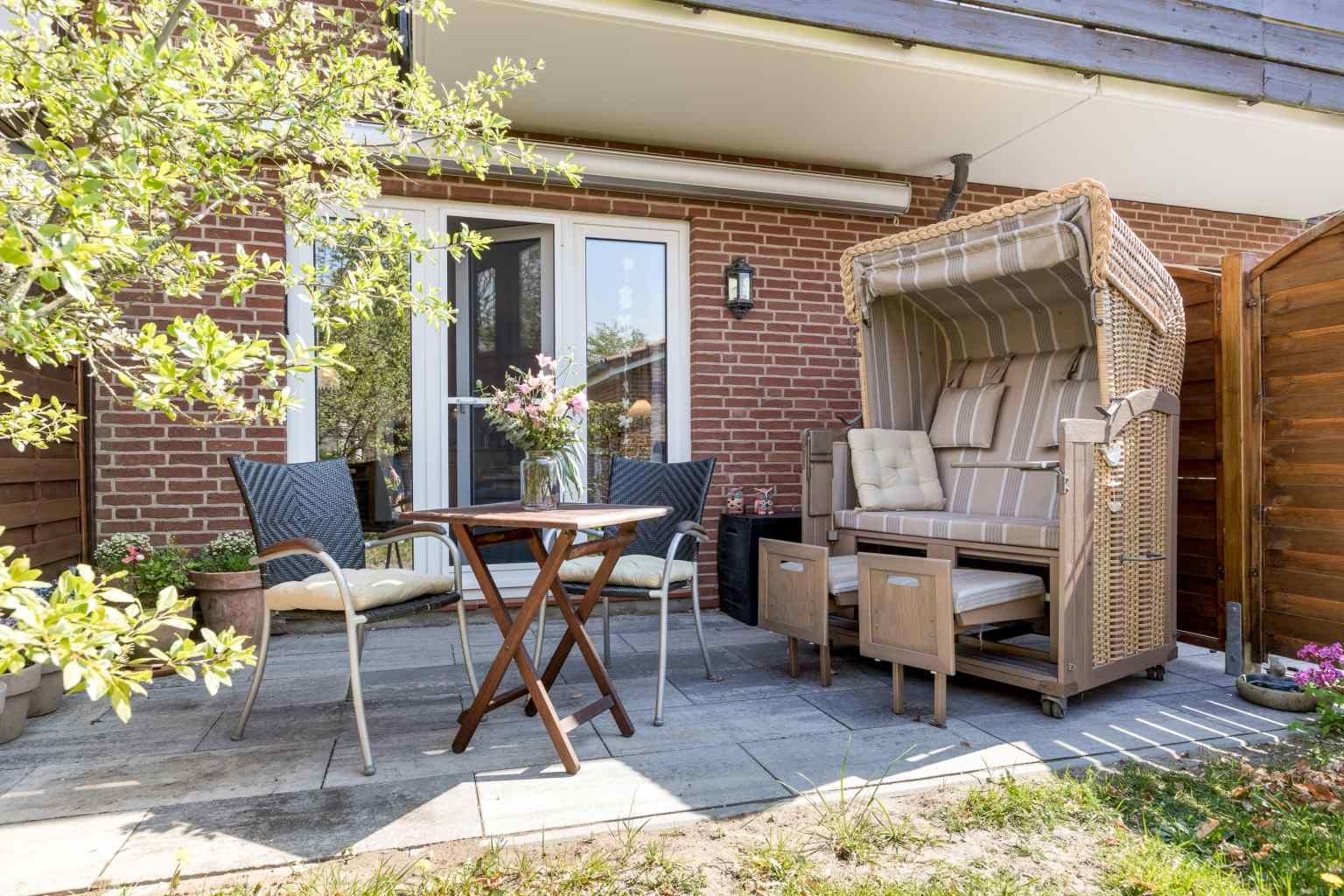 """Gartenterrasse - St Peter Ording Dorf, Haus Duenenblick, Wohnung 1 """"Sonnenblick"""""""