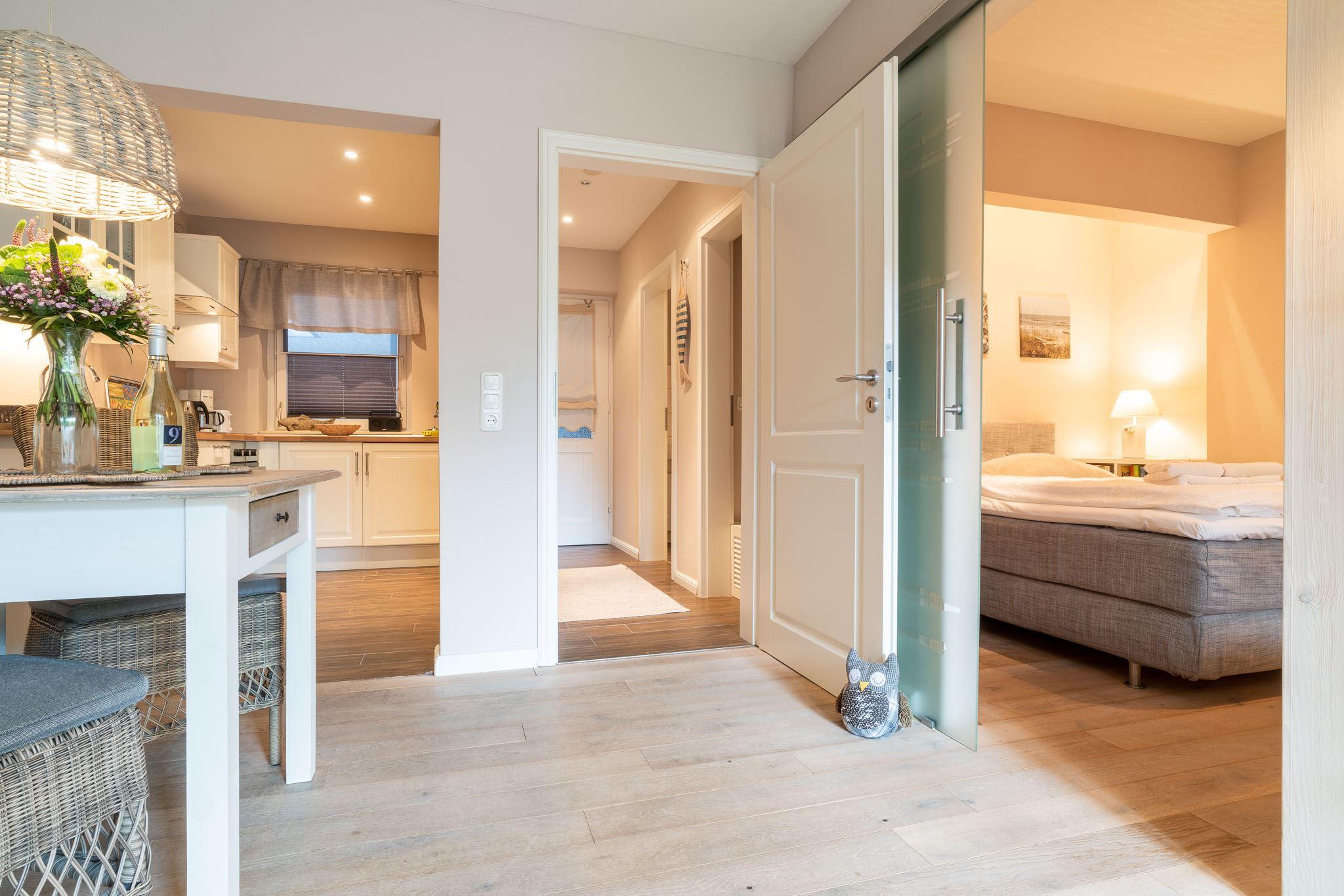 Blick zur Küche und zum Schlafzimmer