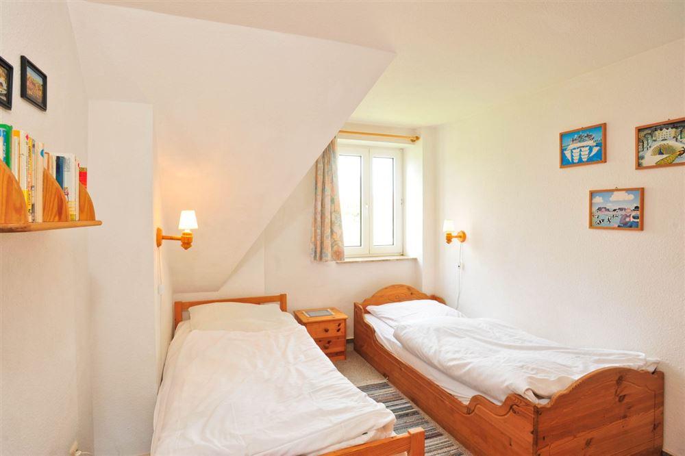 """2. Schlafzimmer - Haus """"Boehler Eck"""" Hausteil 146b """"Gråkallen"""", 3-Zimmer-Ferienhaus für bis zu 4 Personen,  Böhler Landstraße 146-154, St. Peter-Böhl"""