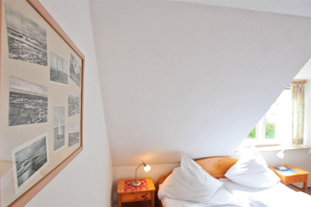 """1. Schlafzimmer - Haus """"Boehler Eck"""" Hausteil 146b """"Gråkallen"""", 3-Zimmer-Ferienhaus für bis zu 4 Personen,  Böhler Landstraße 146-154, St. Peter-Böhl"""