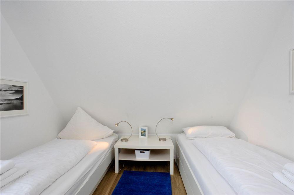 """1. Schlafzimmer - St Peter Ording Dorf, Haus Fasanenweg 12, Wohnung 4 """"Timm"""""""