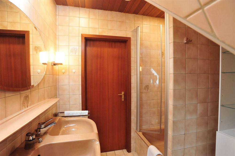 """Badezimmer - St Peter Ording Dorf, Haus Fasanenweg 12, Wohnung 4 """"Timm"""""""