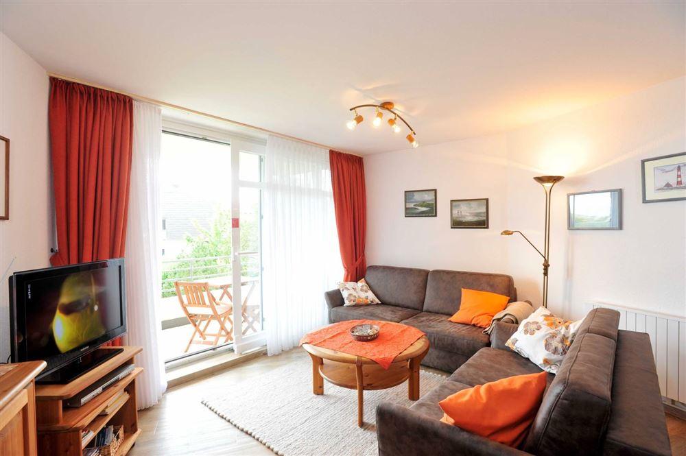 Wohnzimmer mit Balkon - Haus Quisisana, 232, Wohnung 12, Strandpromenade 5-7, St. Peter-Bad