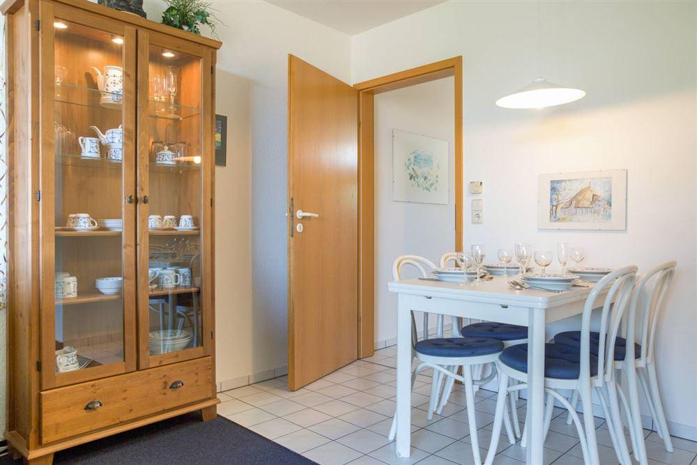 """Wohnzimmer mit Essbereich Haus Quisana SPO, Wohnung 13 """"Wattläufer"""" , Strandpromenade 5-7, St. Peter-Bad"""