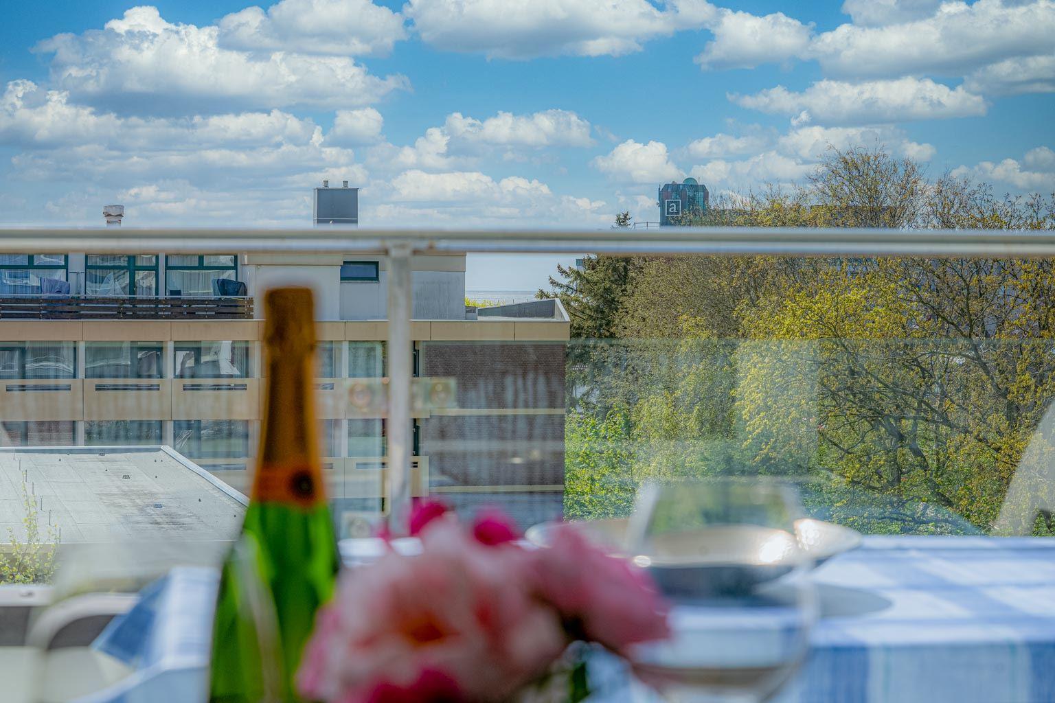 Balkon mit kleinem Meerblick